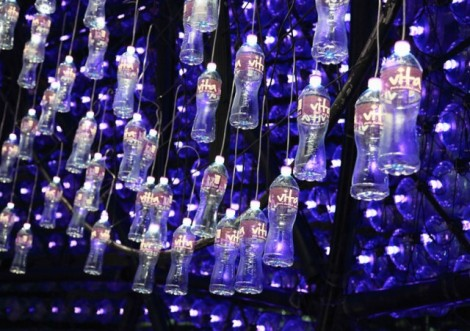 Lantern-Pavilion-made-from-Recycled-Water-Bottles10-640x452