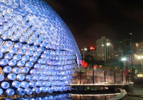 Lantern-Pavilion-made-from-Recycled-Water-Bottles4-640x452
