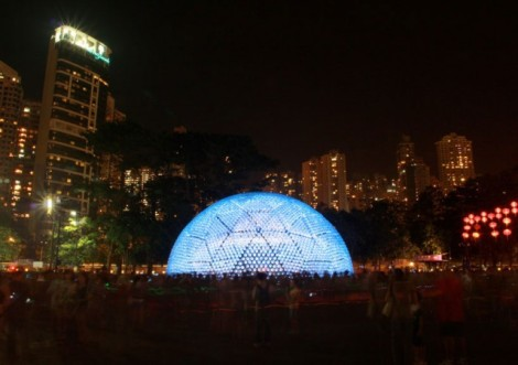 Lantern-Pavilion-made-from-Recycled-Water-Bottles6-640x452