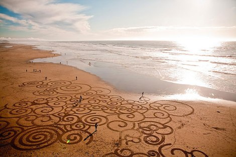 beach-sand-paintings-andres-amador-30